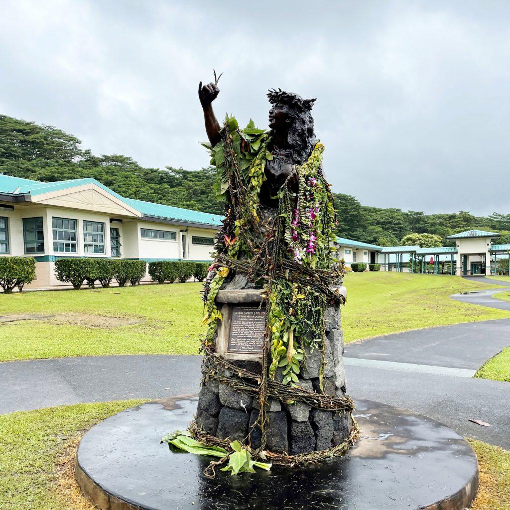 """""""Ke Kanu Nei I Ka Lauhala"""" at Keaʻau Elementary School"""